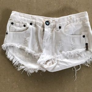One Teaspoon denim white shorts size 25